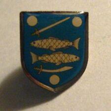 Narva Vape Estonia Coat Of Arms Lapel Pin - Vintage Fish Swords City Crest Badge