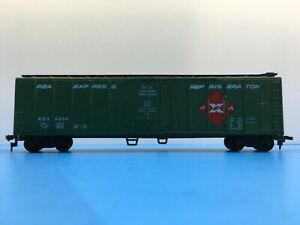 "HO Scale ""REA Express Refrigerator"" REX 6400 Freight Train Box Car / 50'. 1/2"