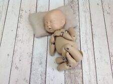 Newborn Posing Aid - Newborn Photography