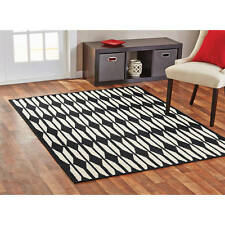 "Geo Design BLACK/WHITE Area Rug 4'11"" x 6'6  FRET Carpet ARROW PATTERN Free Ship"