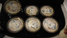 Service  6 petites assiettes en porcelaine chinoise à décor de dragon en relief