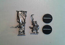 Warhammer LOTR- 2x Mordor Orc Command Captain and Banner (B). Metal. OOP