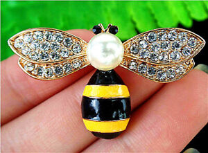 42x25x7mm White&Yellow Brooch With Diamond Inlay In Alloy Bee Pendant AP14697