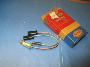 SOCKT+CABLE N.O.S. TURN SIGNAL INDICATOR 61-62 DODGE ,DART,DESOTO MMLDS  2257720