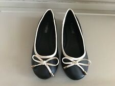 Boohoo Shoes Flat Style Black with Cream Trim/Bow Size 6 New
