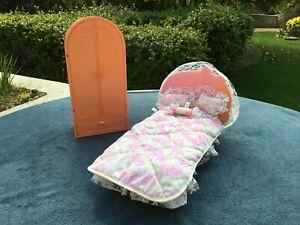 Barbie vintage 80, living pretty, lit de rêve, ref.5820 + armoire .4763 Mattel