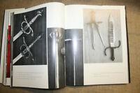 Bildb. alte RitterRüstung Harnisch Prunkwaffen Schilde  Blankwaffen Feuerwaffen