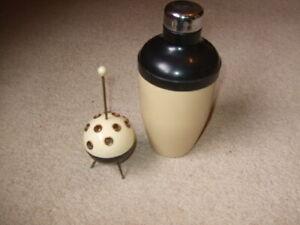 vintage bakelite retro 50s atomic cream and black sputnik cigarette holder