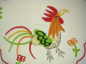 Table Runner Set 4 Rooster Chicken 10 x 19 Inch Red Green Stitching VTG Flower