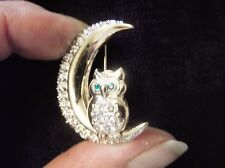 LOVELY GOLD TONE BROOCH OWL IN SPARKLY CRESCENT MOON SPARKLE BODY & GREEN EYES