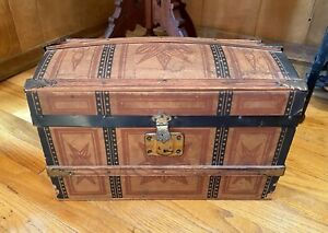 STUNNING Antique Victorian Child's Domed Doll Trunk w/ Tray - Litho Over Wood