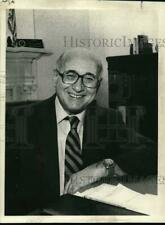 1982 Press Photo David Bray at his office in New York - tua63734