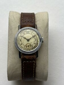 1930s Mens Watch Swiss Made Art Deco Mid Size 15 jewels Fixed Lugs Leather Strap