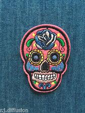 Ecusson patch tête de mort Mexicaine tribale rose fluo custom thermocollant