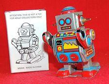 Robot mécanique en tole. Petit robot gris et rouge aux gros yeux bleus. Ht 8 cm.