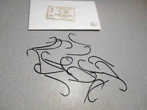20 vintage Mustad sproat blind eye fly tying hooks. #3899. size 1/0. Japanned