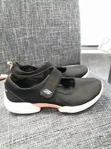 SKECHERS BLACK MARY JANE STYLE AIR COOLED MEMORY FOAM TRAINERS UK SIZE 6