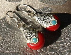 Traumhafte Ohrringe mit Koralle und Silber aus Nepal