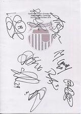 Dos Tarjetas A4 en blanco con el distintivo Grimsby Town. firmado Por 24 jugadores en 15.10.16
