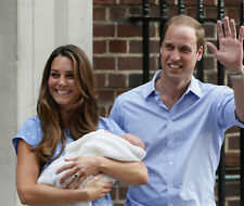 Prince William, Kate Middleton & Princess Charlotte 10 x 8 UNSIGNED photo - P671