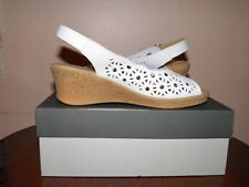 "NIB, SPRING STEP, ""RAVELLA"", white leather, ankle strap, peep toe sandals. Sz. 7"