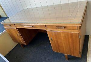 gr. Art Deco Schreibtisch mit aufgelegter Glasplatte (312-9003)*