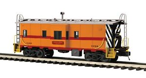 RARE MTH #20-91693 CHICAGO SOUTH SHORE BAY WINDOW CABOOSE, BRAND NEW, LAST ONE!!