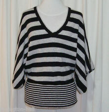 BEAUTIFUL BCBGMAXAZRIA GREY&BLACK KIMONO SLEEVED V-NECK TOP size M