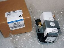 NEW JOHNSON CONTROLS (240) P32AF-2C DIFFERENTIAL PRESSURE SWITCH PNEUMATIC AIR
