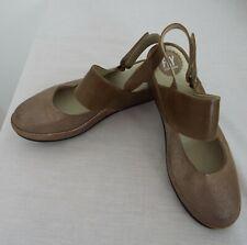 Fly London - Women's Size 6.5 Sandals - Brown colour