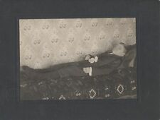 POST MORTEM OF YOUNG WELL-DRESSED BOY ON BED W/ FLOWER BOUQUET -FOSTORIA, OHIO