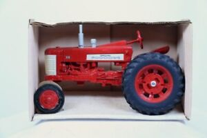 IH International Harvester 350 Tractor ERTL # 418 New in Box 1/16