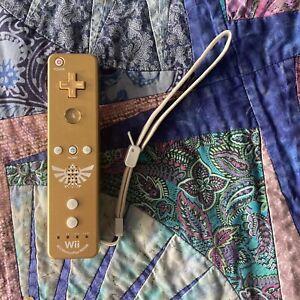 Nintendo Wii Legend Of Zelda Skyward Sword Gold Remote MotionPlus + Sleeve