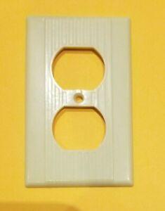 Vintage Leviton Ribbed Ivory Bakelite Outlet Plate Cover crack