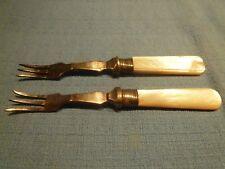 Due antiche piccole EPNS & Madreperla Pickle FORCHETTE