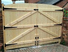 "WOODEN DRIVEWAY GATES HEAVY DUTY GATES! 5FT 6"" HIGH 8FT 6"" WIDE"