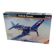 Modellini statici di aerei e veicoli spaziali aerei militanti blu
