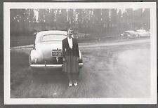 1941 LICENSE PLATE WAYLAND MASSACHUSETTS WOMAN POSES BY CAR 1940'S FASHION PHOTO