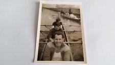 Foto 33K1631 Große Gruppe junger Männer Jungs in 2 Ruderbooten  ca. 8x11cm