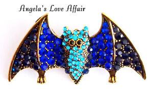 HALLOWEEN SCARY GOLDTONE BLUE CRYSTAL WINGED BAT BROOCH PIN BADGE