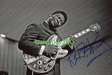 BB KING SIGNED 10X8 PHOTO, GREAT CONCERT IMAGE, LOOKS GREAT FRAMED