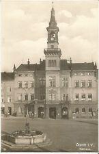 Oelsnitz im Vogtland, Partie vorm Rathaus mit Brunnen, Ansichtskarte von 1941