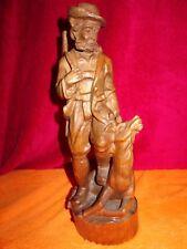 Holzfigur Jäger mit erlegtem Hirsch zu seinem Füßen     -C1