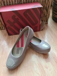 Fitflops flat taupe leather platform lea pump size 5 used