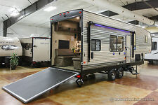 New 2018 Limited Edition Model 255RR Lite 5th Fifth Wheel Toy Hauler Never Used