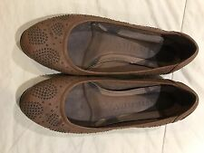 Women's Burberry Tan And Studded Shoe Size 39 1/2