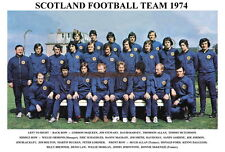 SCOTLAND WORLD CUP SQUAD PRINT 1974  (LAW,BREMNER,JORDON,JOHNSTONE)