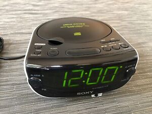 SONY ICF-CD815 Dream Machine AM/FM/CD/AUX Digital Clock Radio. NICE & clean!
