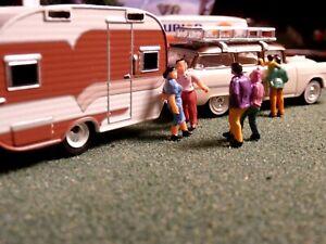 Diorama Vintage 1/64 Gas Station - Hot Wheels -15 People/ 3 Tree's