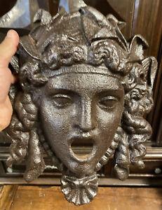 Tête De Fountain Cast 19th Century Empire Gorgon Medusa Versace Castle Jardin
